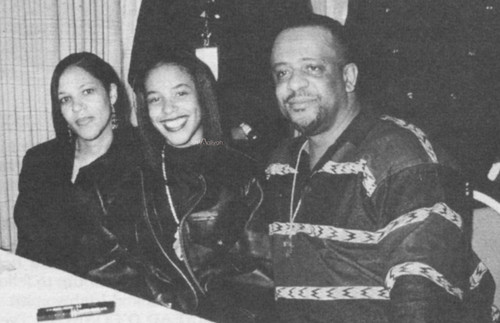 Aaliyah-with-her-parents-rare-aaliyah-28790606-500-323