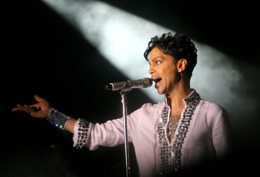 Prince performs at Coachella 2008